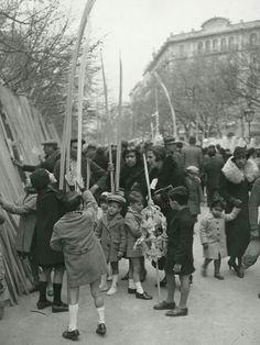 """El día de la Palma, Barcelona 1934 - """"Fira de Rams a la Rambla de Catalunya"""" by Pérez de Rozas"""