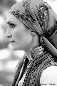 Αυθεντική φορεσιά αρχες 20* ου αιώνα Πευκωτό Αριδαίας Folk Costume, Costumes, Black And White Portraits, Greeks, Macedonia, Traditional Outfits, Clothing, Inspiration, Style