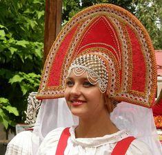 Thiếu nữ Nga xinh đến ngỡ ngàng trong trang phục dân tộc hình ảnh 9