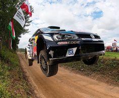 Volkswagen Polo WRC voando no Rally da Polônia. Compacto alemão é conduzido pelo francês Sebastien Ogier o atual campeão do FIA World Rally Championship. A prova vai até domingo.  #Volkswagen #polo #VolkswagenPolo #poland #Mikolajki #WRC #rallypoland #acelerados #auto #brasil #cargramm #carporn #carro #carros #cars #carsofinstagram #driver #horsepower #instacarros #instacars #instalike #quatrorodas #racer #speed #voiture