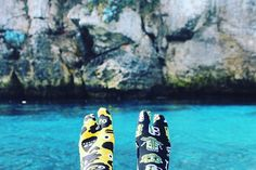 @alberto.monteagudo & @ismi ya han dado el paso!!! Y tu ¿A que esperaS?#dejatuhuella ¡¡sonríe!! GraciaS! Por la preciosa foto, chicos!!! #Barcelona #ParachanclaS! #madeinbarcelona #moda #Stepbystep #tw #flipflops #smile #happy #friends #menswear #shopping #happy #streetstyle #photooftheday #sockaholic #sockaddict #fashion #socksoftheday #socksfashion #fun #aportodas #supergirlsdontcry