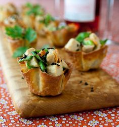 27 Mouth-Watering Winter Wedding Appetizers: sesame chicken wonton cups are tasty, spicy and sumptuous Think Food, Love Food, Pate Won Ton, Tapas, Wonton Cups, Chicken Wontons, Wedding Appetizers, Wedding Canapes, Sesame Chicken