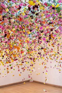 glamour:Ever wonder what 10,000 flowers looks like?Art by Rebecca Louise Law
