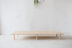 diy interieur Make Yourself Comfortable with this Easy DIY Wooden Studio Sofa Diy Sofa, Diy Daybed, Sofa Daybed, Diy Home Decor Easy, Cheap Home Decor, Easy Diy, Simple Diy, Wooden Couch, Wood Sofa