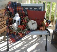 10 Spooktastic Decoration Ideas For Halloween Halloween Veranda, Halloween Porch, Autumn Decorating, Porch Decorating, Decorating Ideas, Decoration Christmas, Halloween Decorations, Fall Porch Decorations, Thanksgiving Decorations