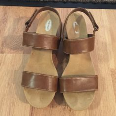 """Dr.scholl's size 7.5 leather strip sandal Dr.scholl's size 7.5 leather strip sandal.worn few time 3""""heel front 1.5"""" heel. So comfortable and useful design Dr. Scholl's  Shoes Sandals"""