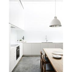 Simple kitchen, needs a big bright artwork for the wall. Love the clean lines though.