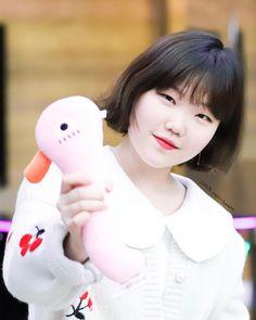 [181205 션디의 볼륨을 높여요] ・ 예뻐도 너무 예뻤던 어제의 수현이♥️ ・ @akmu_suhyun  #AKMU #악동뮤지션 #악뮤 #이수현 #수현 #션디 #악동뮤지션수현의볼륨을높여요 #볼륨을높여요 K Pop, Lee Soo Hyun, Akdong Musician, Fandom, Korean Artist, K Idols, Girl Group, Short Hair Styles, Geek Stuff
