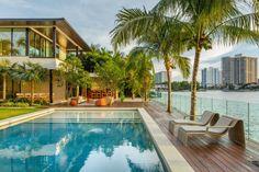 Maison de luxe en bordure d'océan à Miami Beach - Visit the website to see all pictures http://www.amenagementdesign.com/architecture/maison-luxe-bord-ocean-miami-beach/