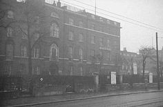 Pentonville Road (formerly part of Winchester Place), in 1938 London Pictures, London Photos, Old Pictures, Old Photos, London Street, London City, History Online, The Secret Book, Greater London