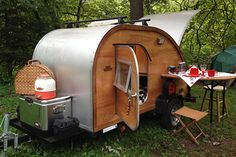Want to get a teardrop trailer for summer camping? These adorable trailers can be towed by even a mid-sized car. Check out our pics for the best teardrop campers of 2019 for your RVing adventure. Teardrop Camper For Sale, Teardrop Trailer Interior, Teardrop Camping, Teardrop Camper Trailer, Airstream Interior, Tiny Trailers, Small Trailer, Camper Trailers, Travel Trailers