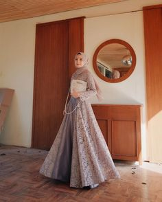 Model Dress brukat untuk lebaran 2020 – ND Hijab Prom Dress, Dress Brukat, Hijab Gown, Hijab Evening Dress, Hijab Style Dress, Muslim Dress, Dress Outfits, Dress Brokat Muslim, Kebaya Hijab