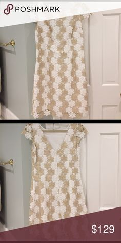 Lilly Pulitzer Gold and White Flower Dress Size 6. Only worn once. Excellent condition! Such a classic stunning dress! Lilly Pulitzer Dresses