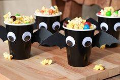 Bat Cups for Halloween Batman Birthday, Halloween Birthday, Halloween Treats, Diy Halloween, Hotel Transylvania Party, Birthday Party Snacks, 6th Birthday Parties, 3rd Birthday, Birthday Ideas