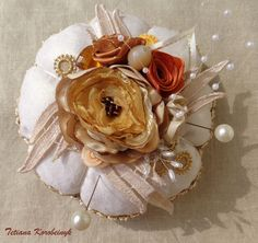 Puntaspilli decorativo,regalo per nonna, ribbonwork,fiori di nastro,regalo straordinario, by Silkribbonembroidery, 25,00 € su misshobby.com