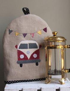 Camper Van Motif Cafetiere Cosy - hand crafted with love at Little Solsbury Tea Cozy, Coffee Cozy, Mug Rug Patterns, Scarf Patterns, Knitting Patterns, Quilting Projects, Sewing Projects, Tea Cosy Pattern, Mug Rug Tutorial