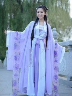 Modern Chinese Clothing, Chinese Clothing Traditional, Traditional Dresses, Traditional Kimono, Hanfu, China Mode, Chinese Kimono, European Dress, Kimono Outfit