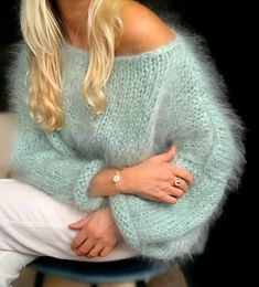 Sweater Knitting Patterns, Knitting Designs, Hand Knitting, Knit Fashion, Fashion Outfits, Gros Pull Mohair, Mohair Sweater, Latest Dress, Diy Clothes