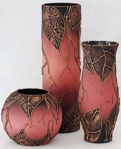 Excellent Photo Ceramics pots india Thoughts HappyShappy – India's Own Social Commerce Platform Pintura Em Vidro, Pintura Em Garrafa, Pintur Glass Bottle Crafts, Wine Bottle Art, Diy Bottle, Glass Bottles, Pottery Painting, Pottery Vase, Ceramic Pottery, Ceramic Art, Blue Wine Glasses