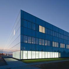 Dans la ZAC du Pré au Chêne de la commune de Jossigny, l'agence Brunet Saunier architecture nous présente sa dernière réalisation, le nouveau centre hospitalier de Marne-la-Vallée.