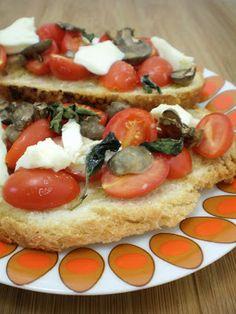 Bruschettas de Tomatinho e Brie   Figos & Funghis