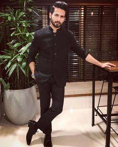 11.7m Followers, 156 Following, 649 Posts - See Instagram photos and videos from Shahid Kapoor (@shahidkapoor)
