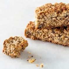 Seed and oat rusks. About to veganized this recipe Healthy Breakfast Snacks, Healthy Treats, Healthy Baking, Healthy Cake, Scones, Kos, Baking Recipes, Dessert Recipes, Desserts