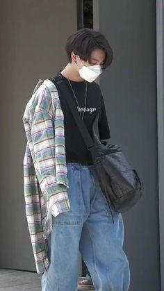 Foto Jungkook, Foto Bts, Jungkook Oppa, Bts Bangtan Boy, Bts Boys, Busan, Bts Inspired Outfits, Bts Korea, Bts Lockscreen