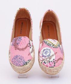 Sepatu lukis eiffel cantik. Warna pink. Heels 2 cm. Bahan: kanvas
