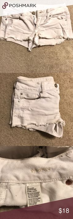 American Eagle white cut off shorts These white denim shorts are super cute for summer and can be dressed up or dressed down. Size 4 with a stretch fit. In great condition! Comes from a smoke free and pet free home American Eagle Outfitters Shorts Jean Shorts