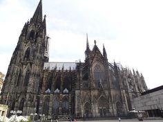 20 - Catedral de Colônia - situada em Colônia, Alemanha. A contrução começou em 1248 e foi concluída em 1880, na época era o prédio mais alto do mundo, com 157 metros de altura. Arquitetura: estilo Gótico (medieval)