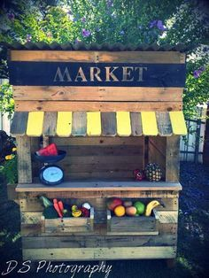 This clever Australian couple have made a business out of making affordable upcycled pallet cubby houses - Love pallets? This clever Australian couple have made a business out of making affordable upcycled pallet cubby houses Diy Pallet Projects, Outdoor Projects, Wood Projects, Outdoor Decor, Pallet Ideas, Ikea Outdoor, Kids Outdoor Play, Kids Play Area, Cubby Houses
