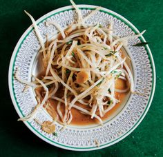 Tauge Goreng (Stir-Fried Bean Sprouts With Chinese Chives) Recipe | SAVEUR