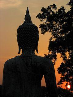 Sunrise Buddha by hantek