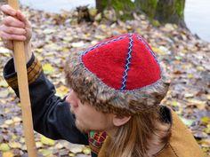 Red wool birka hat with fake fur Frühmittelalter Mütze aus roter Schurwolle mit Kunstfell