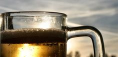 Cerveja enfrente a luz solar