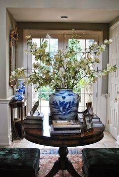 Can a Table Cause Guests to Instantly Understand Your Design Style? This One Can: — DESIGNED I really want to use my Marble Foyer table here – needs to be wide enough to accommodate it. Entryway Round Table, Entrance Table Decor, Entry Tables, Entryway Decor, Table Decorations, Entryway Lighting, Sofa Tables, World Of Interiors, Chinoiserie