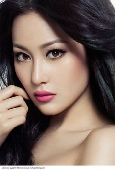 Asian women look so gorgeous for their flawless skin, radiant hair and beautiful eyes. Here are top 10 eyebrow shapes for Asian eyes that work perfectly. Beautiful Asian Women, Beautiful Eyes, Beautiful Girls Face, Pretty Asian, Beautiful Curves, Asian Eye Makeup, Eyebrow Makeup, Eyebrow Tips, Asian Makeup Looks
