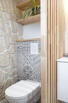 Discover recipes, home ideas, style inspiration and other ideas to try. Modern Bathtub, Modern Bathroom, Modern Powder Rooms, Modern Lake House, Toilet Design, Bathroom Interior Design, Bathroom Inspiration, New Homes, Comme