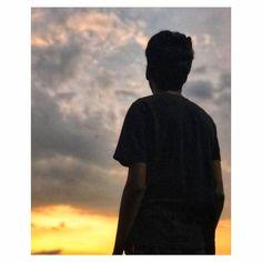 Løøking for mindflyer😅 : : : Beach Photography Poses, Smoke Photography, Shadow Photography, Nature Photography, Boy Poses, Cute Girl Poses, Girl Photo Poses, Profile Pictures Instagram, Instagram Story Ideas