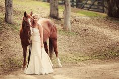 western wedding bride picture with horse (hmm, wonder if the MiL would let me borrow a horse...)