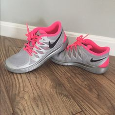 ad0509b1d8c607 Nike Youth 5.0 Running Shoes Size 5Y (youth) usually fits size 6.5 in  women s