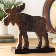 Reclaimed wood moose -- cute for a cabin up north Moose Crafts, Palette Deco, Moose Lodge, Moose Decor, Cool Wood Projects, Wood Creations, Wooden Art, Painting Patterns, Wood Carving