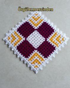 Günaydın 🌄🌄🌄 Hayırlı işler bol kazançlar herkese 🙏🙏 #lifmodelleri #örgü #elişi #sabunbezi #tığişi #crochet #mersin #banyolifi #karelif… Granny Square Häkelanleitung, Granny Square Crochet Pattern, Crochet Flower Patterns, Crochet Squares, Crochet Granny, Crochet Flowers, Crochet Quilt, Crochet Cross, Free Crochet