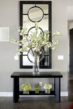Entryway Table Decor Inspiration But WHITE- Outstanding Arrangement of Simple Stems in the Tall Glass Vase…The Small, insignificant ones underneath aren't very imaginative…Anything, or Nothing would have made a better statement to me… Foyer Decorating, Decorating Your Home, Decorating Ideas, Interior Decorating, Decorating With Vases, Cheap Home Decor, Diy Home Decor, Decoration Home, Beautiful Decoration