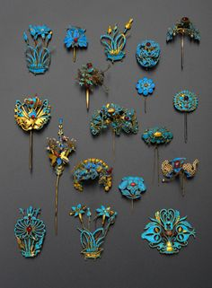 A COLLECTION OF CHINESE GILT METAL AND KINGFISHER FEATHER HAIR ORNAMENTS, QING DYNASTY Of various
