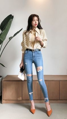 Korean Fashion Teen, Korean Fashion Summer Casual, Korean Fashion Dress, Korean Street Fashion, Winter Fashion Outfits, Korean Outfits, Fashion Shoes, Sexy Jeans, Skinny Jeans