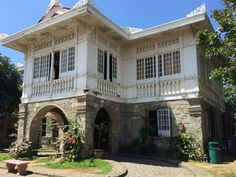 An Iloilo City Mansion Filipino Architecture, Philippine Architecture, Classical Architecture, Spanish Colonial Homes, Colonial Mansion, Spanish House, Old Mansions Interior, Mansion Interior, Old Abandoned Houses
