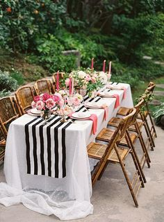 Pink, black and gold dinner party , dining al fresco Cena Formal, Party Deco, Party Fiesta, Gold Party, Deco Table, Decoration Table, Party Photos, Outdoor Dining, Dining Table