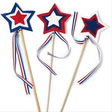 Star Spangled Wavers Kids Craft for Memorial Day How are you going to celebrate Memorial Day with your family? Gear up for your weekend BBQs and celebrations or even your local parade with these fun star batons for your kids! Boys and girls love … Summer Crafts, Holiday Crafts, Summer Fun, 4th Of July Parade, July 4th, February, Labor Day Crafts, Hipster Vintage, Diy Art
